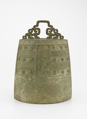 One of a pair of bells (<em>bo</em>) with felines and dragons; probably from a set of four
