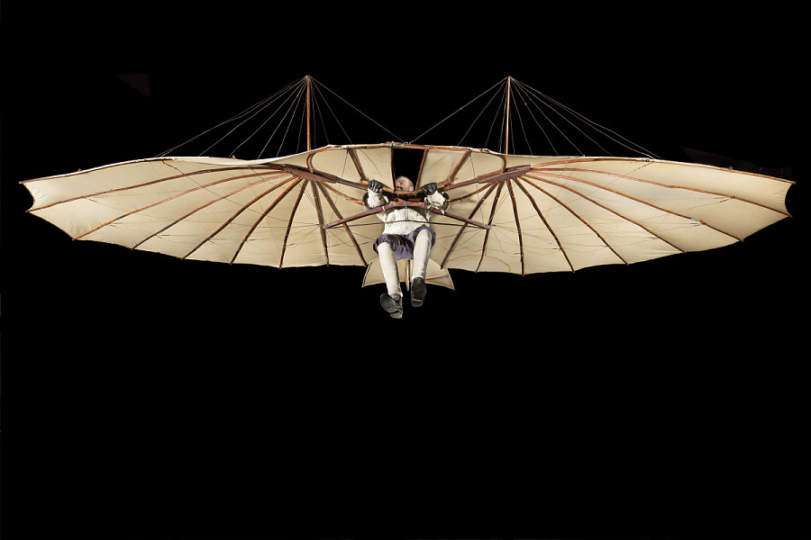 Wing-shaped canvas hang Lilienthal Glider with model