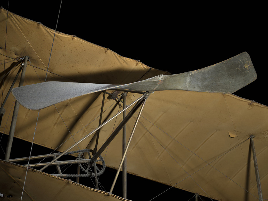 Twisted single-blade metal propeller on 1909 Wright Military aircraft
