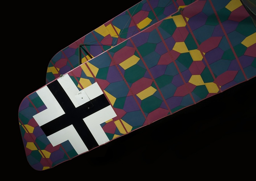 Black cross and multicolored lozenge camouflage on wing of Albatros D.Va aircraft