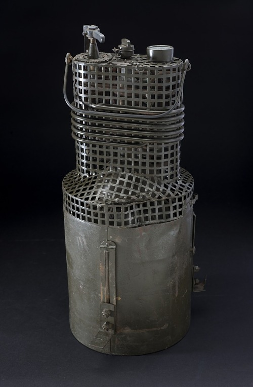 Steel cylinder container with solid sheet on bottom and metal grate on top with valves