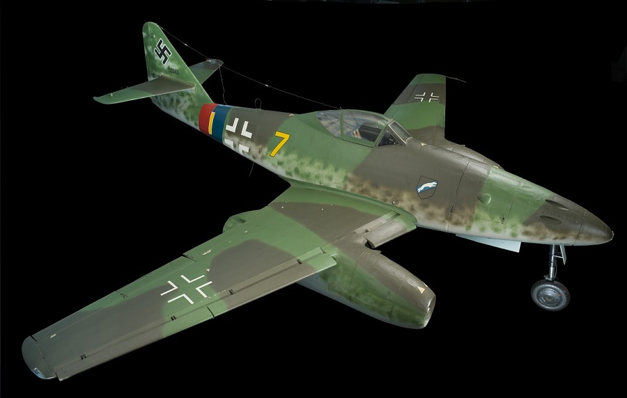 Green low-wing fighter jet Messerschmitt Me 262