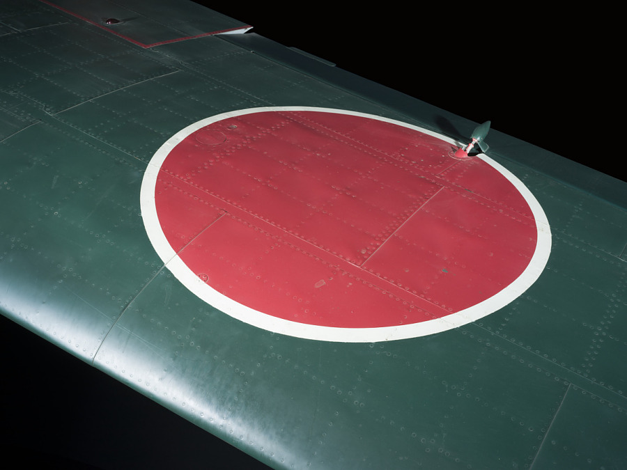 Green wing with Hinomaru National Insignia, white outlined red circle on Zero Fighter aircraft