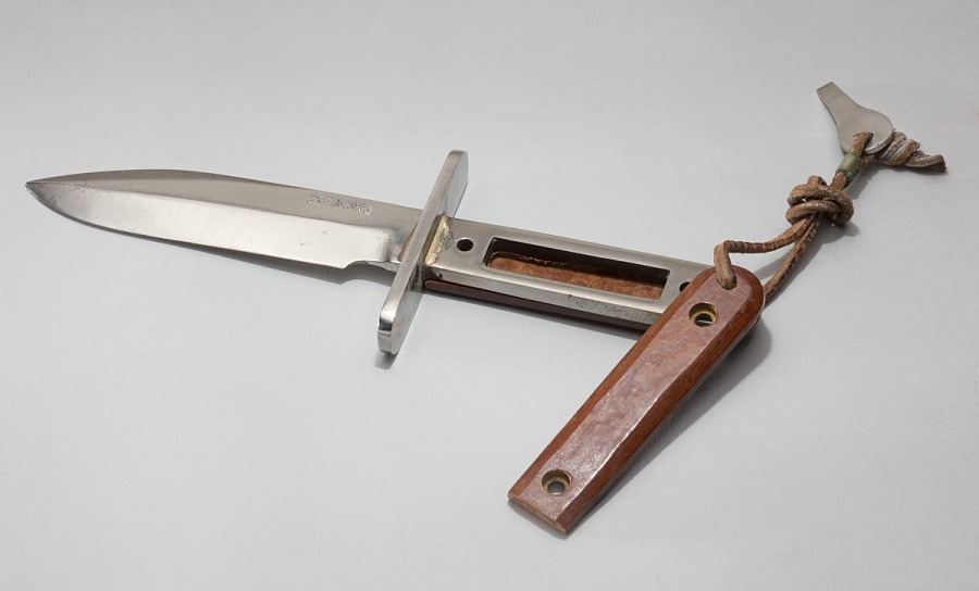 Steel knife with hollow wooden handles and leather tong