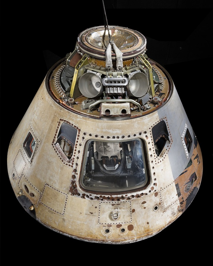 White-tan conical-shaped spacecraft with five windows and hatch
