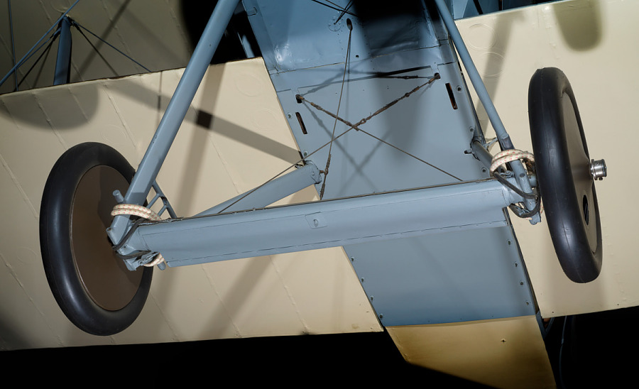 Landing gear and two wheels on bottom of Sopwith 7F.1 Snipe