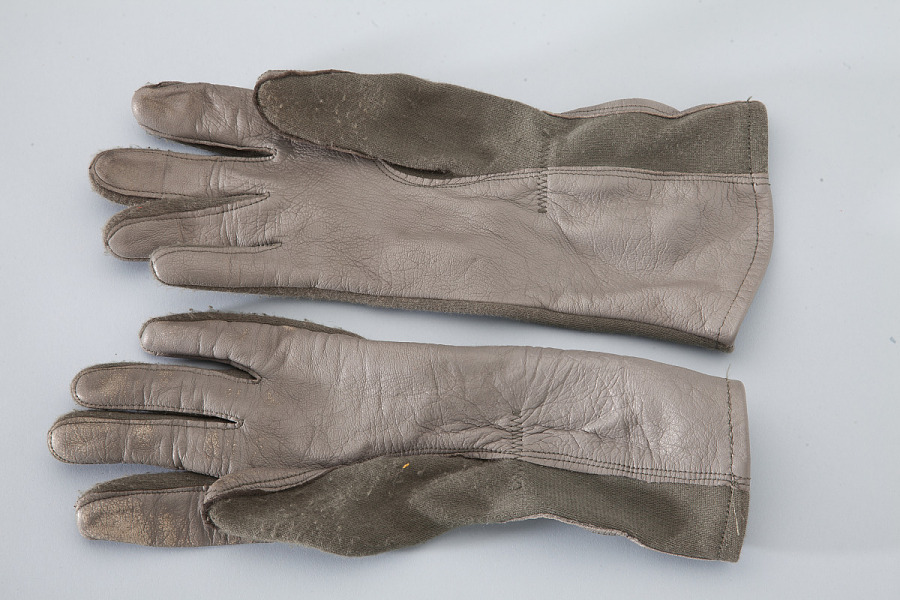 Pair of brown leather United States Navy Type GS/FRP-2 Flying Gloves