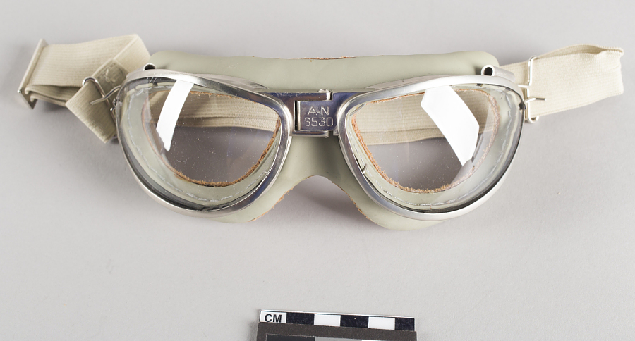 Goggles, flight
