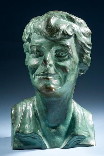 Bust, Amelia Earhart, AMELIA EARHART