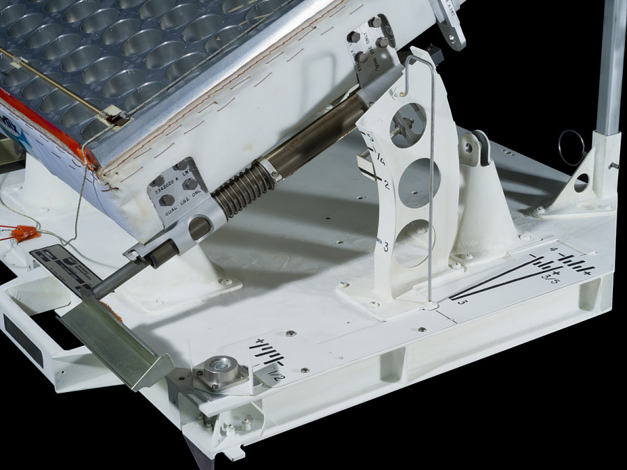 Lift gears of a Retro-Reflector.