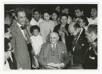 Photograph of Frank N. D. Buchman, Jerry Palaypay, and Walter Alves dos Santos