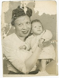 Photograph of Mae Reeves and Donna Limerick as an infant