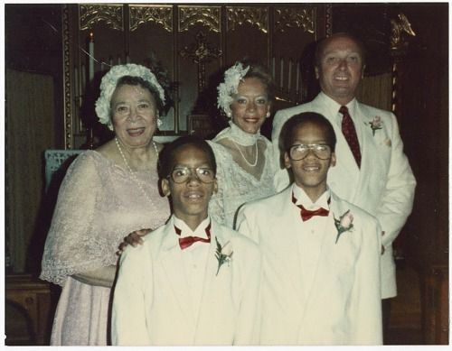 Image for Photograph of Mae Reeves, Donna Limerick, and family at a wedding