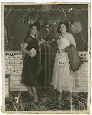 Photograph of Mae Reeves and an unidentified woman