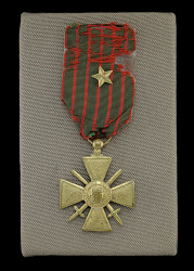 French Croix de Guerre medal issued to Cpl. Lawrence Leslie McVey