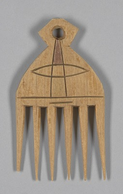 Wood hair comb from Ghana