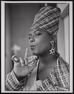 """images for Photograph of Queen Latifah during the filming of """"Fly Girl"""" video-thumbnail 3"""