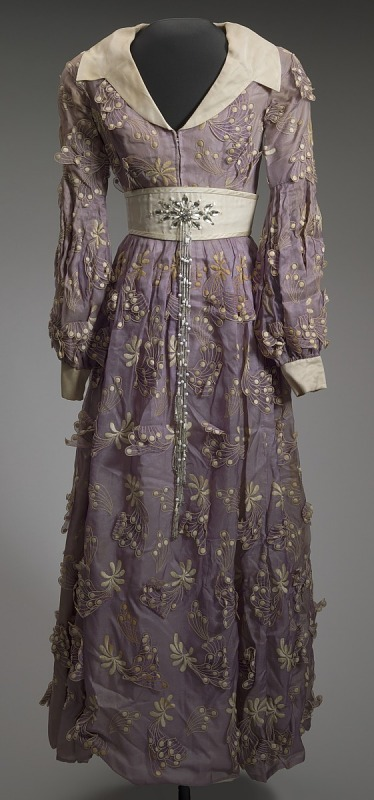 Image 1 for Purple dress and white belt worn by Dionne Warwick