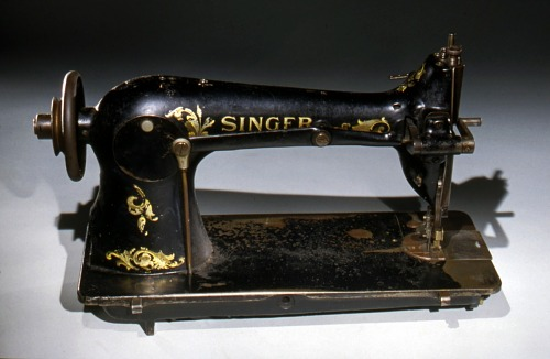 Industrial Singer sewing machine, 1910