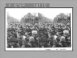 """A sea of faces--President Roosevelt's splendid welcome to Lincoln, Nebraska. Copyright 1903 by Underwood & Underwood."" (on negative). Active no. 23521 : stereoscopic photonegative, 1903"