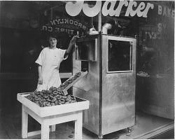 [Doughnut making machine: black-and-white photoprint]