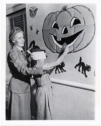 [Blindfolded child pinning doughnut to Jack-o-Lantern's mouth : black-and-white photoprint.]