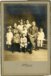 [Lee family portrait : Photoprint, before 1922.]