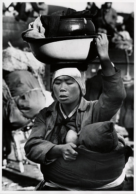 A Korean mother flees the fighting around Seoul