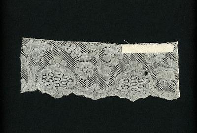 Binche bobbin lace border sample