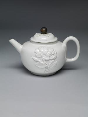 Meissen Böttger porcelain teapot and cover