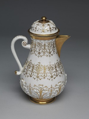 Meissen Böttger porcelain coffeepot and cover