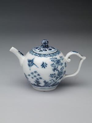 Meissen underglaze blue teapot and cover