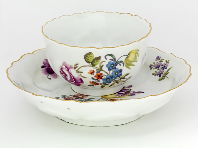 Meissen tea bowl and saucer: one of a pair