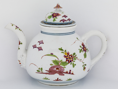 Meissen teapot and cover