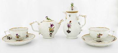 Meissen teapot and cover (part of a service)