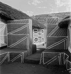 Ndebele Architecture, Pathway