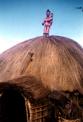 Pende [slide] : [Chief's ritual house at Kimbangu]