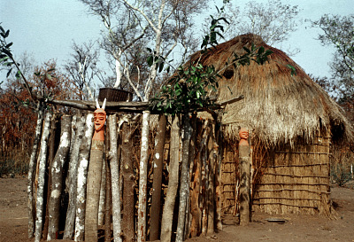 Pende [slide] : [Chief's ritual house at Kinganga]