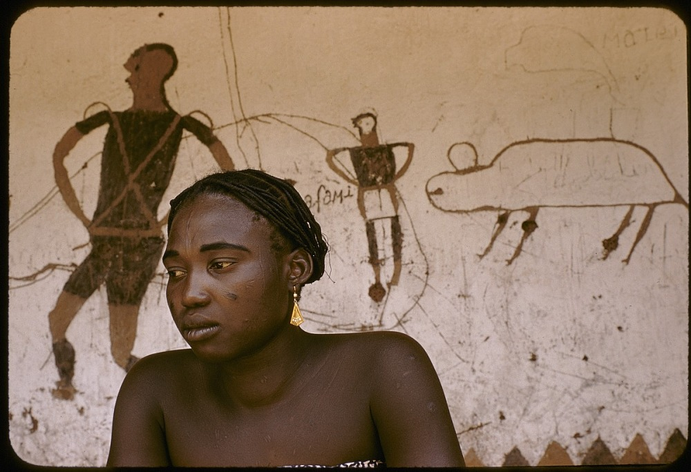 Dakpa woman and mural painting among the Dakpa people, Ubangi-Shari region, Central African Republic. [slide]