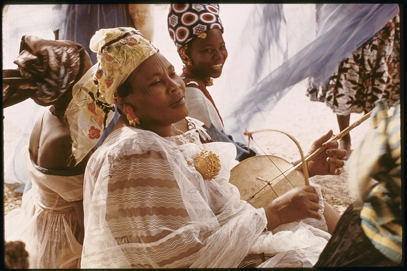 Image for Aissa Alimiri playing single-stringed lute, Tombouctou, Mali. slide