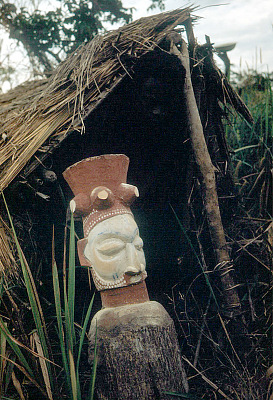 Ancestor figure marking off and guarding a Yaka grave, near Kasongo Lunda, Congo (Democratic Republic), [slide]