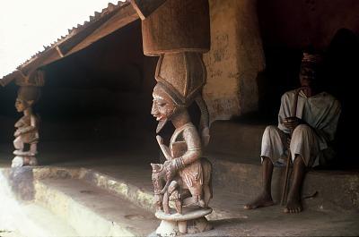 Veranda posts installed in the reception courtyard of the Palace, Effon-Alaiye, Nigeria, [slide]
