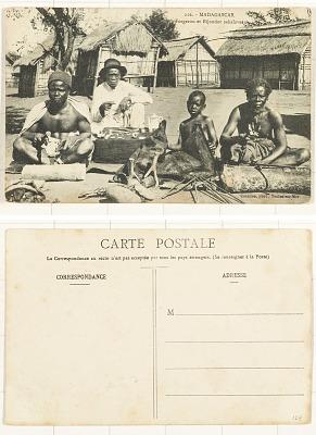 Madagascar [postcard] : Forgeron et Bijoutier Sakalaves