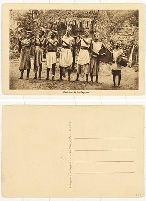 Musiciens de Madagascar [postcard]