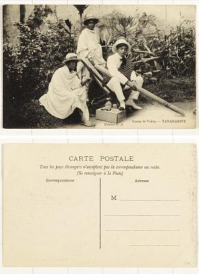 Joueur de Valiha -Tananarive [postcard]