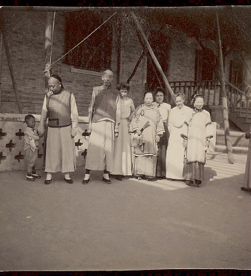 Helen Hamilton Gardener (Second from Right), Unidentified Non-Native Woman, and Group of Natives in Costume Outside Hotel 1904