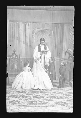 Strattons, G.W.M. Nutt, and Minnie Warren [wedding party]