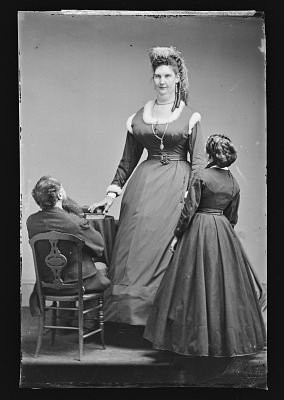 Anna Swan and Two Others
