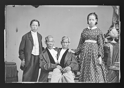 Chang and Eng Bunker and children