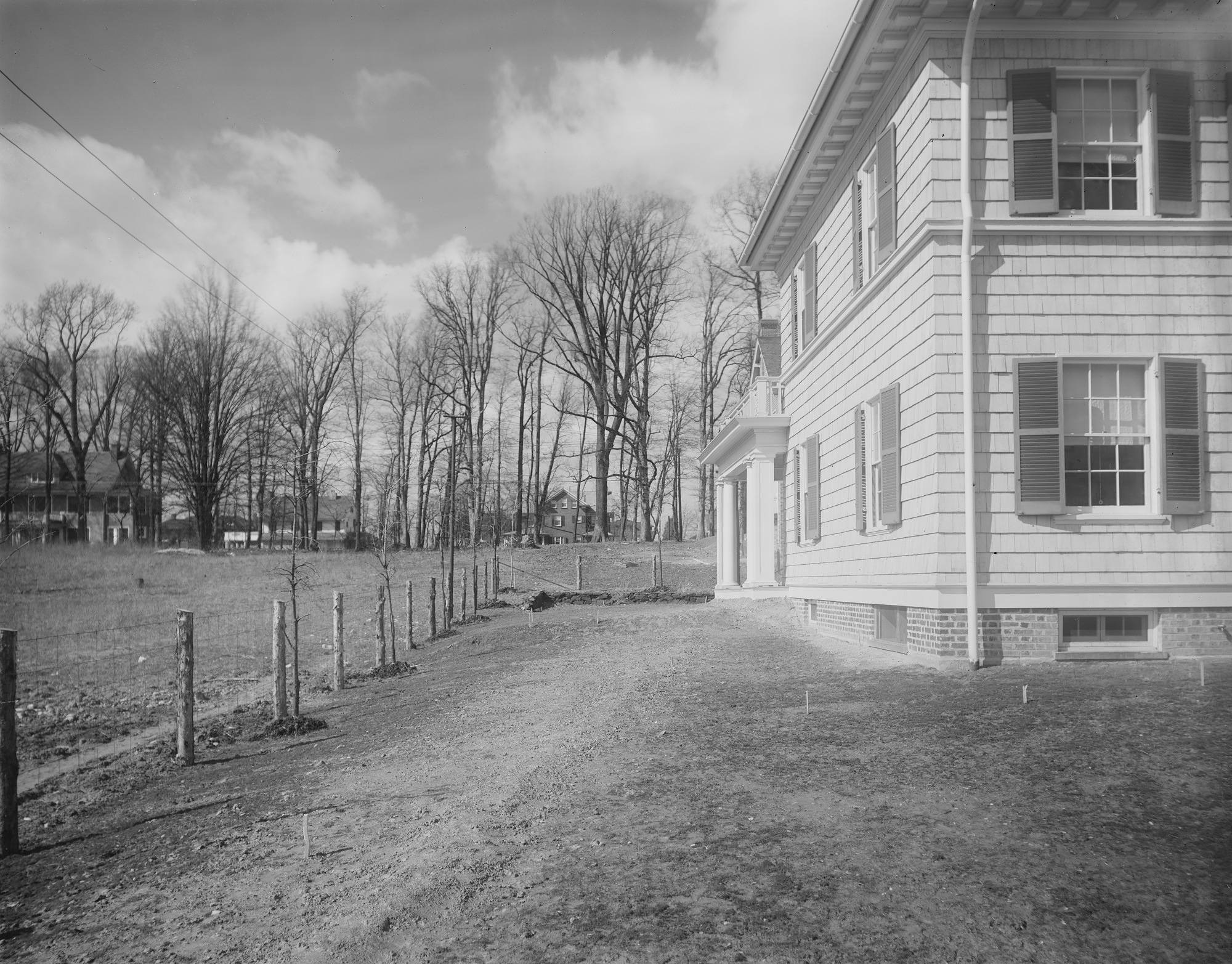 [Ogilby Garden]: side of house and surrounding grounds.